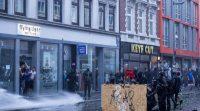 Szene von den G20 Protesten in Hamburg - Foto: Montecruz Foto